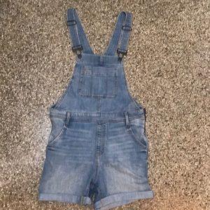Gap jean short overalls small